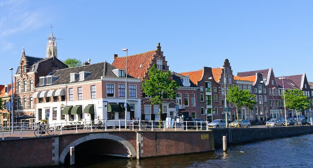 DMFCO Dents Dutch Banks' Dominance of Mortgage Market with Pension Funds' Help.